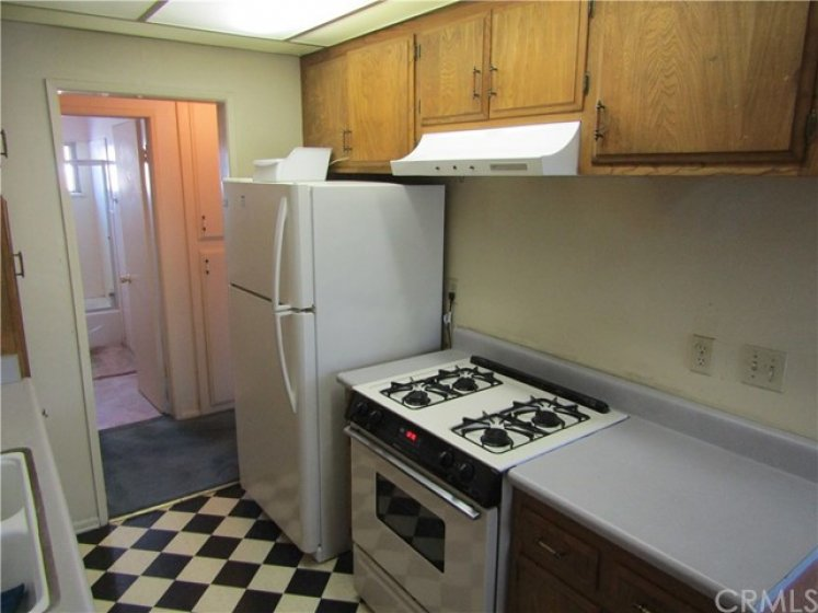 Gas stove and refrigerator come with the unit.