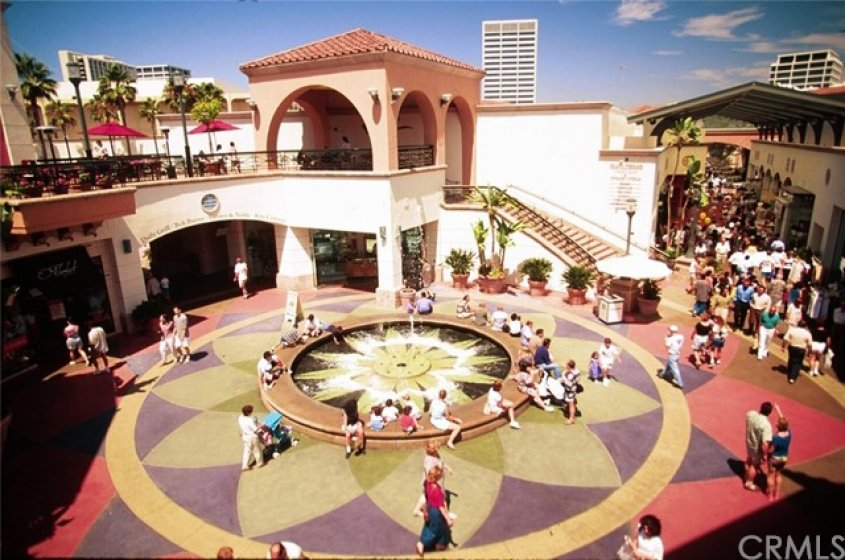 High-End Shopping and Dining at Fashion Island
