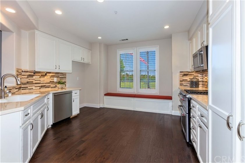 Look at those views!!!  Such a relaxing and open kitchen with built in storage at the window seats ~
