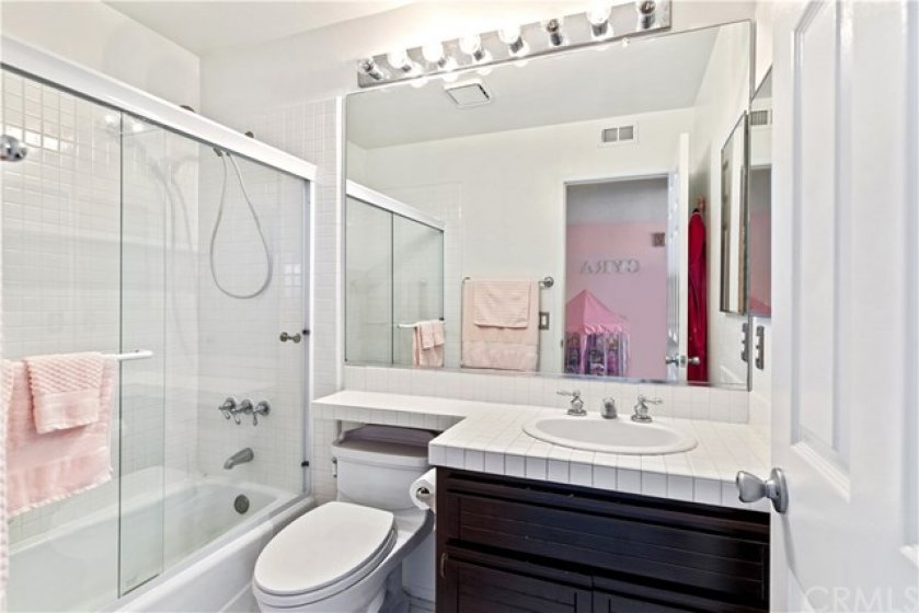 The attached bath to the 2nd bedroom.