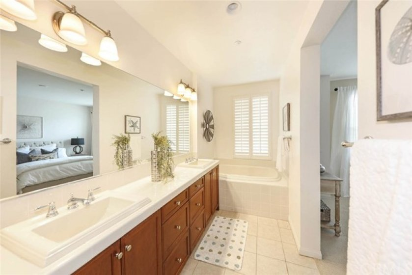 Sophisticated and well lighted bathroom to pamper your day in and day out.