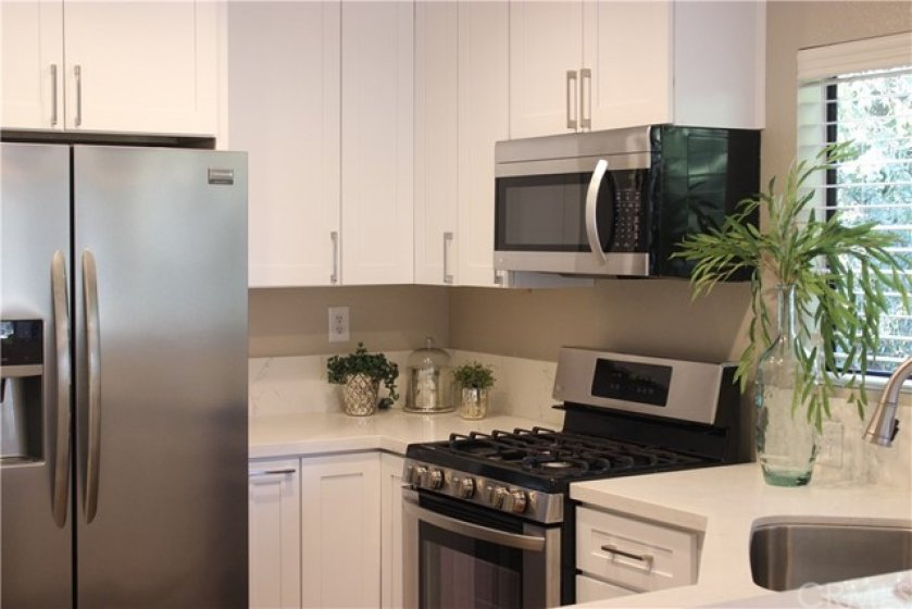 Upgraded new kitchen cabinets and quartz counter tops.