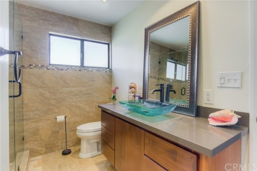 Remodeled spa like master bathroom