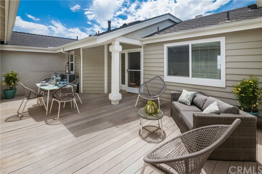 Large, private entry deck ideal for entertaining