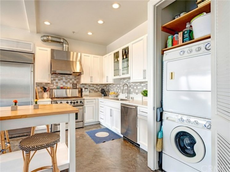 Stackable washer/dryer in the home.