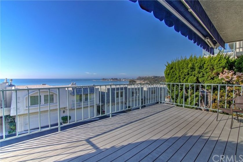 Enjoy relaxing and entertaining on the spacious deck with panoramic views!