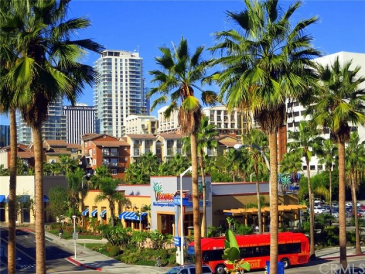 The Pike outlets and shopping offer restaurants and a variety of outstanding shops. A quick walk from the condo