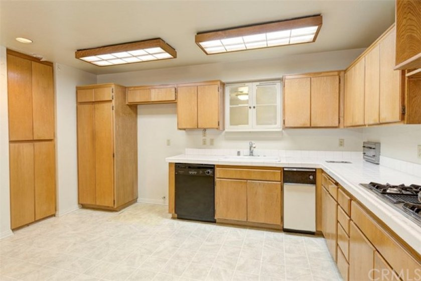 LARGE kitchen with extra cabinet space