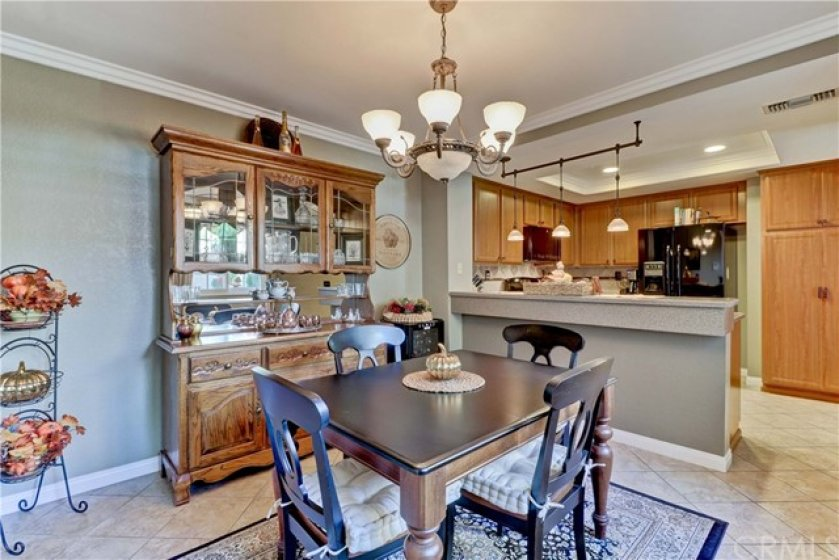 Kitchen/dining room combo.