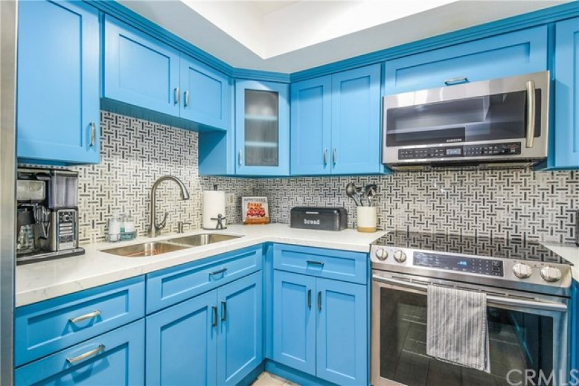 Custom Cabinets and designer back splash with high-end Samsung Appliances