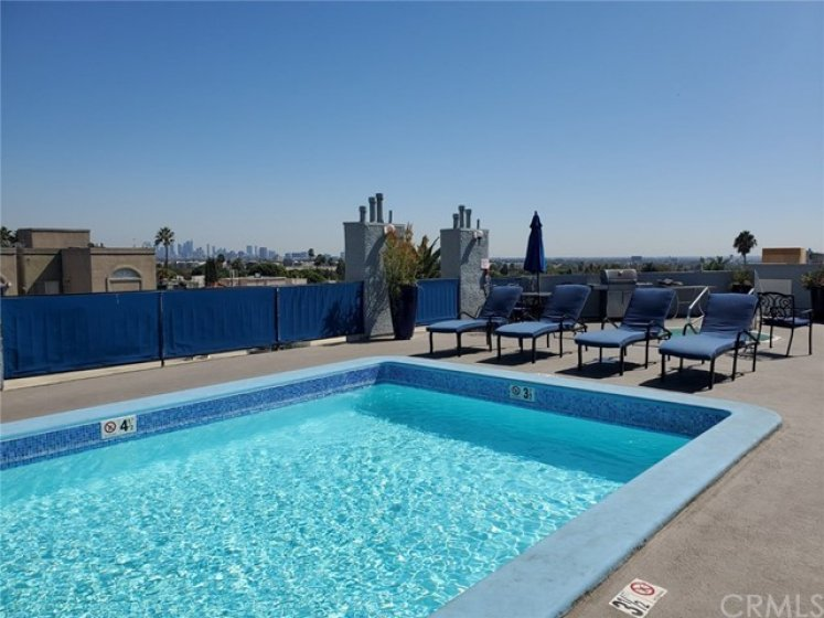 Rooftop Pool with 360 view!!