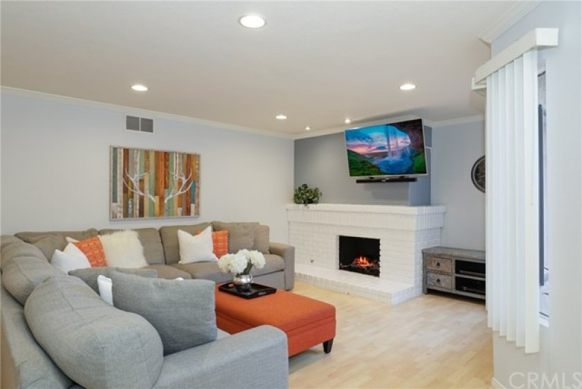 Beautiful 3 bedroom townhome -  Spacious living room with fireplace