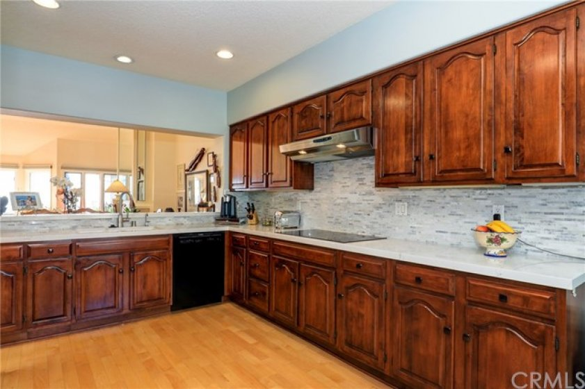 Beautiful upgraded kitchen with quartz countertops and beautiful backsplash