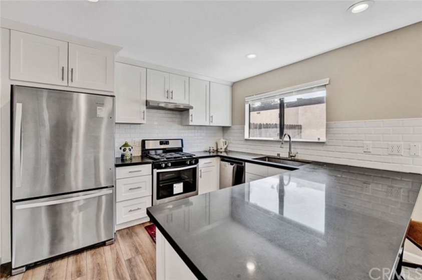 Remodeled Kitchen with lots of counter space!!