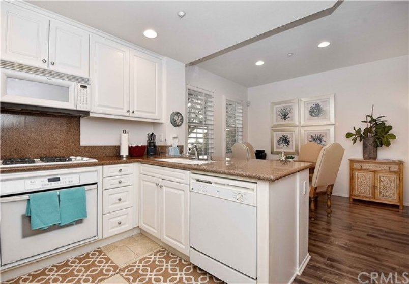 Kitchen with Granite Counters & Backsplash!