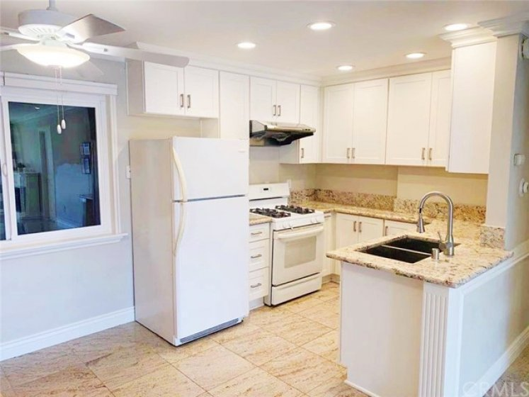 Upgraded and renovated kitchen and a full set of kitchen appliances