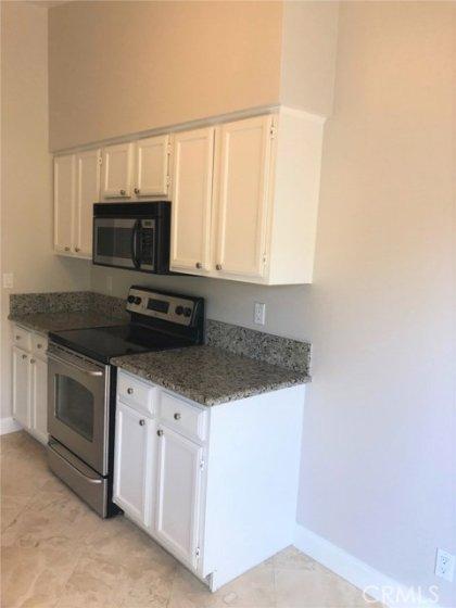 Kitchen w/granite & stainless