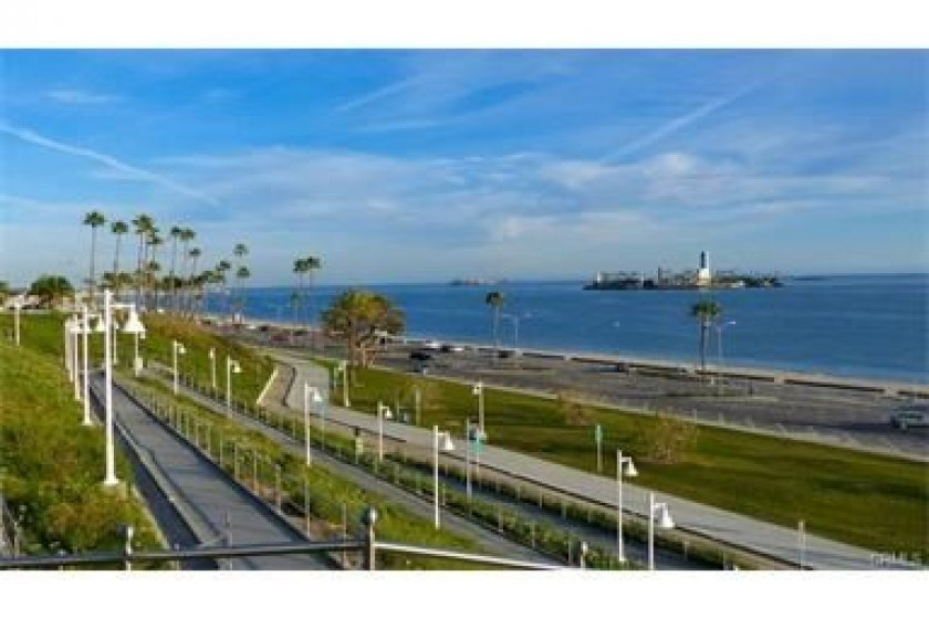 free yoga is offered twice daily on the bluffs and this is a 10 minute bike ride away down Ocean Boulevard