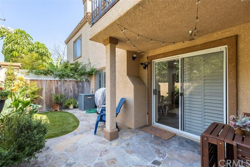 Landscaped lush patio - perfect for entertaining!