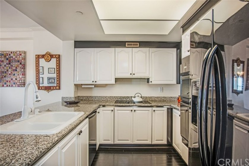 Open and bright entertainment kitchen.