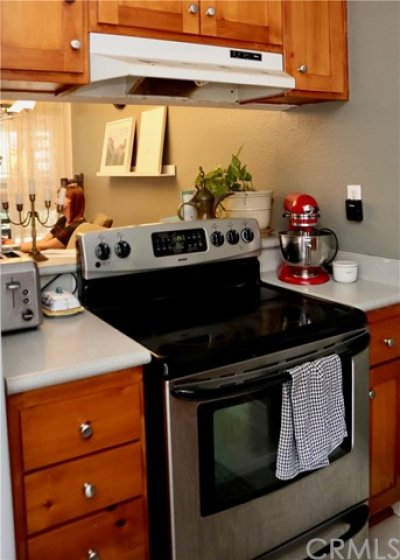 The newer kitchen range and refrigerator are included with this purchase.