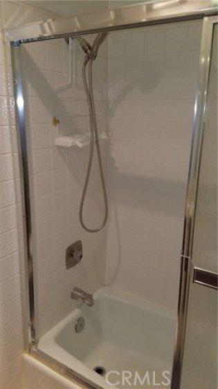 2nd Full Bathroom w/ both Tub & Shower