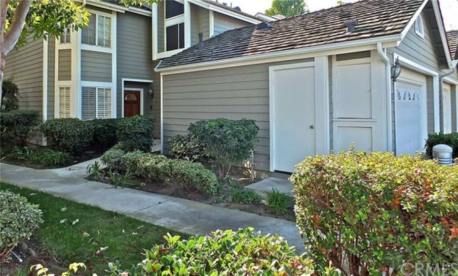 ATTACHED 2 CAR GARAGE WITH DIRECT INSIDE ACCESS