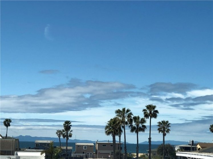 view of Catalina (that is Two Harbors too!) both from kitchen and upstair's loft