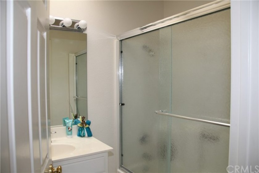 Upstairs hall bath with tub/shower enclosure