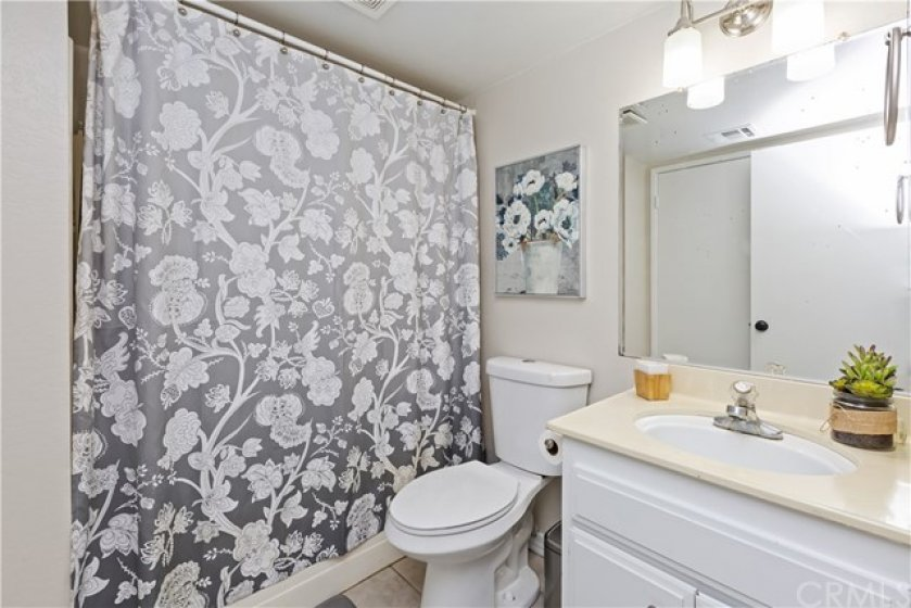 Upstairs hall bath with tub/shower.