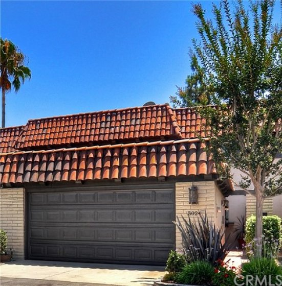 Excellent Location In Mesa Verde With 2 Car Garage