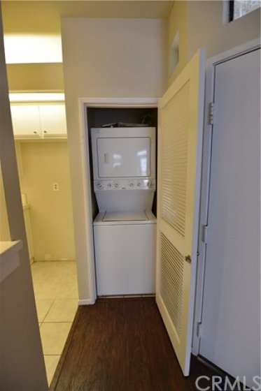 indoor laundry area washer and dryer will stay