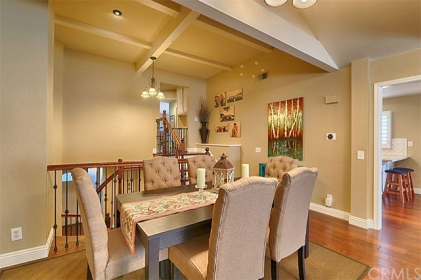 Dining room with space for all !