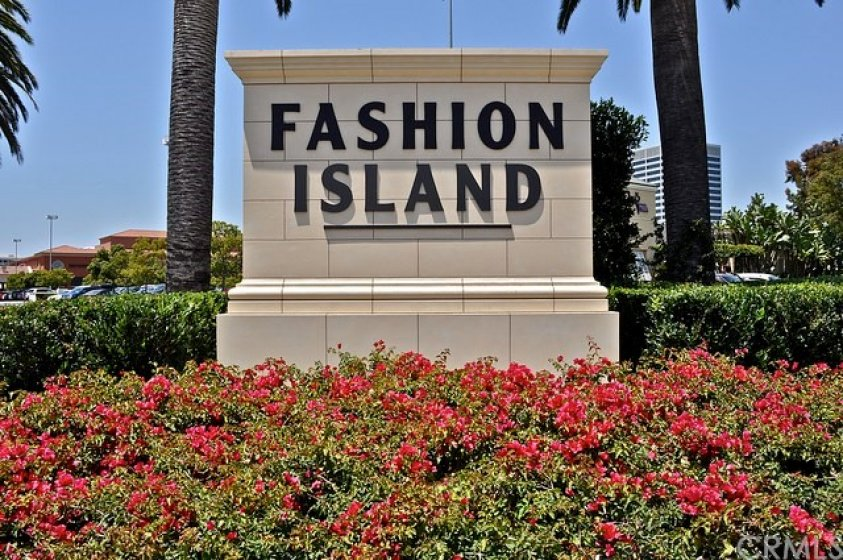 Fashion Island with its international boutiques and gourmet restaurants are only minutes away.
