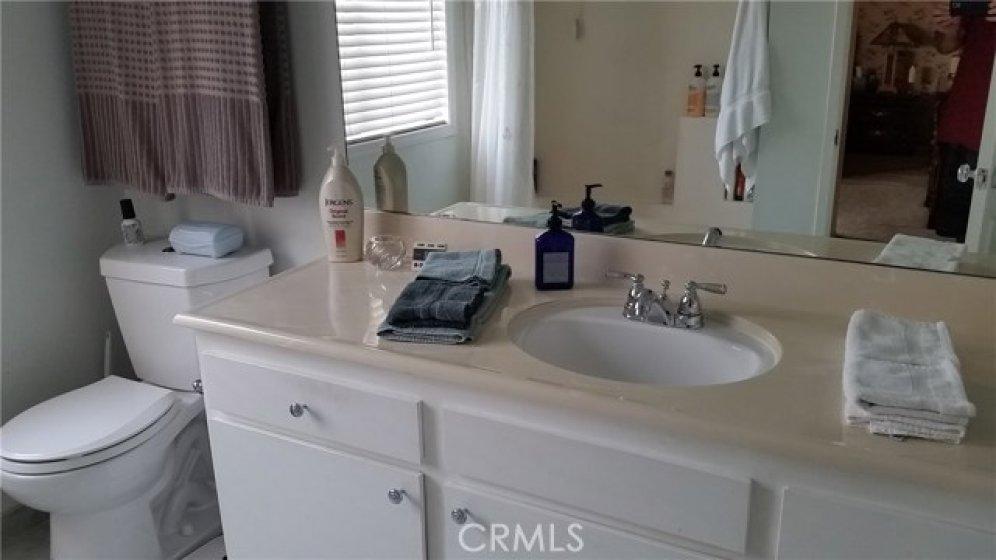 MASTER BATHROOM PICTURE 4