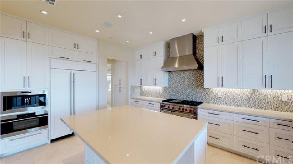 Full kitchen on display!!