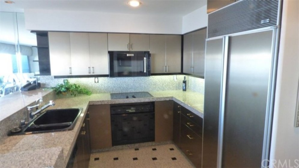 Elegant kitchen, appliances and breakfast counter