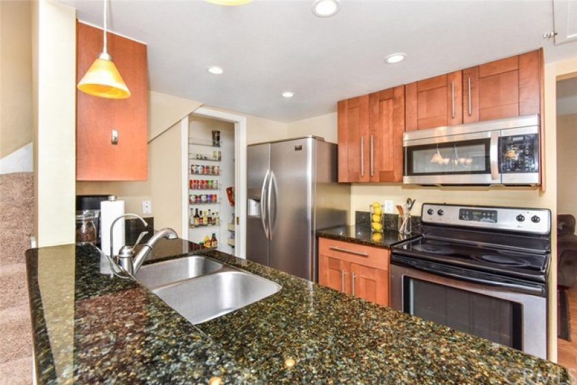 Kitchen upgraded with granite.Appliances four years old.