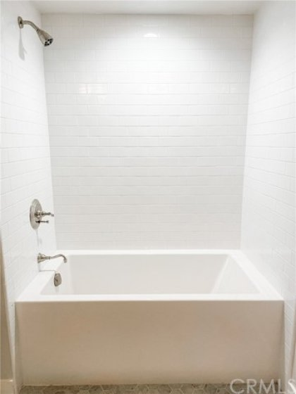 LOWER LEVEL BATHROOM TUB/SHOWER