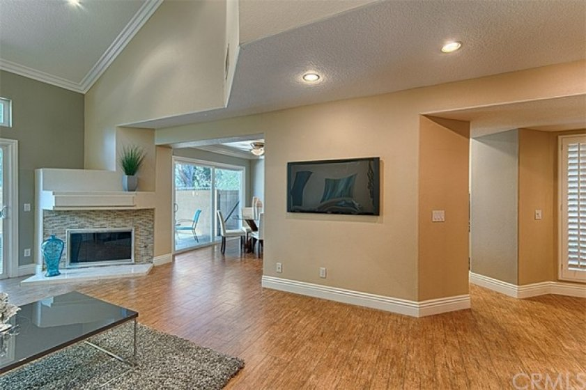 Roomy living space, great for entertaining.