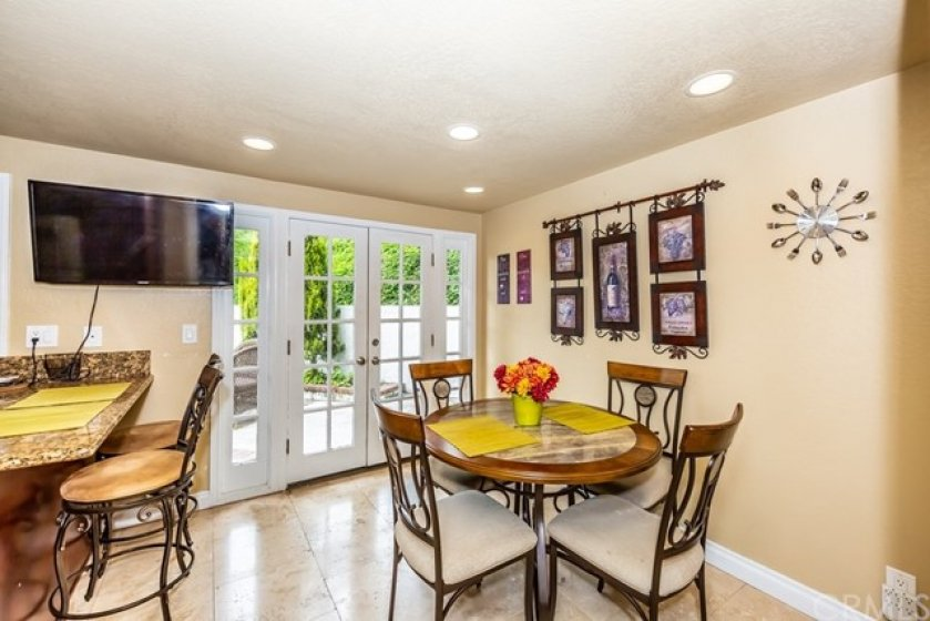 Family Dining & Breakfast-counter off the Kitchen