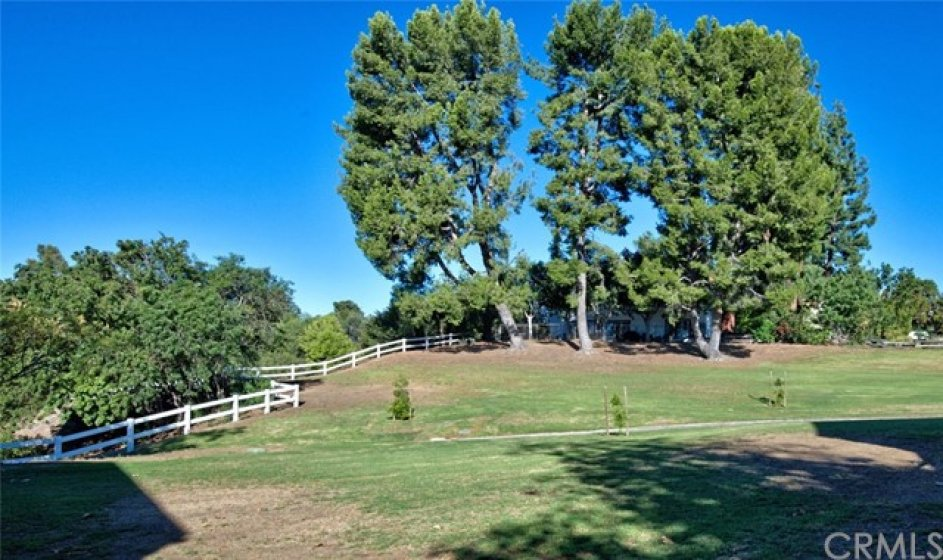 Next door to Yorba Linda Knolls Townhomes is Fairmont Knolls Park, with 2 pubic tennis courts, a play area and plenty of room to play, stroll or relax!
