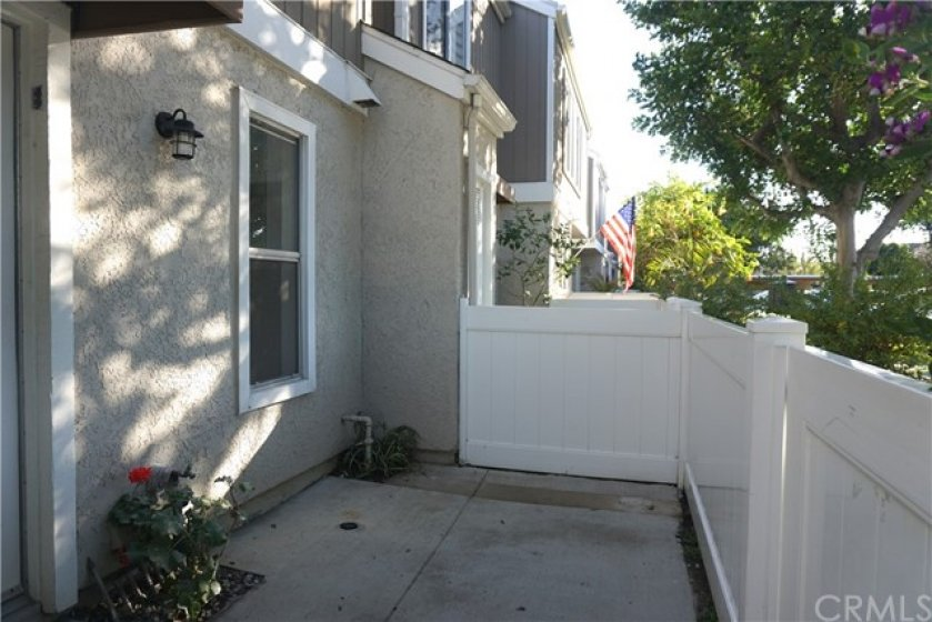 Inviting front patio