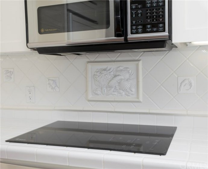GE MONOGRAM COOK-TOP AND GE PROFILE MICROWAVE OVEN
