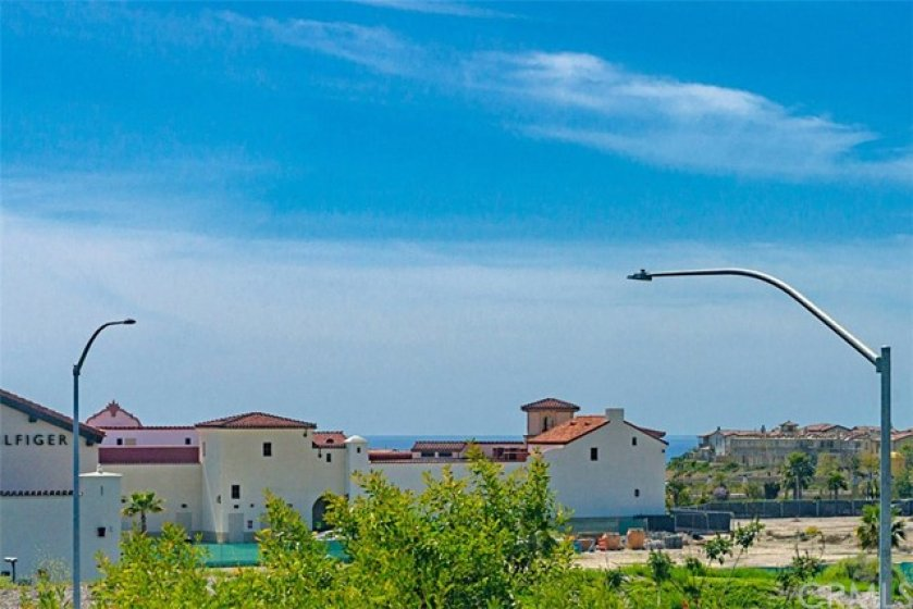Peek-A-Boo Ocean View!!  Short Distance to the Beach & Shopping
