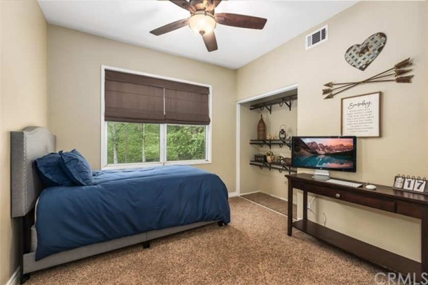 Nice guest bedroom or home office