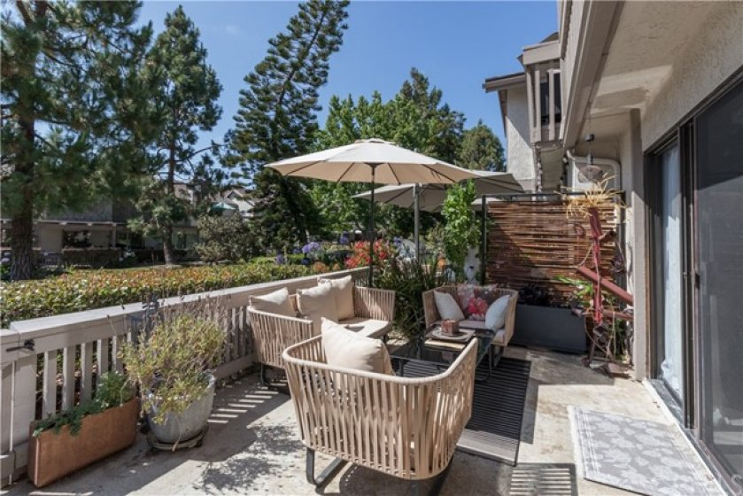 Loads of space for outdoor living!