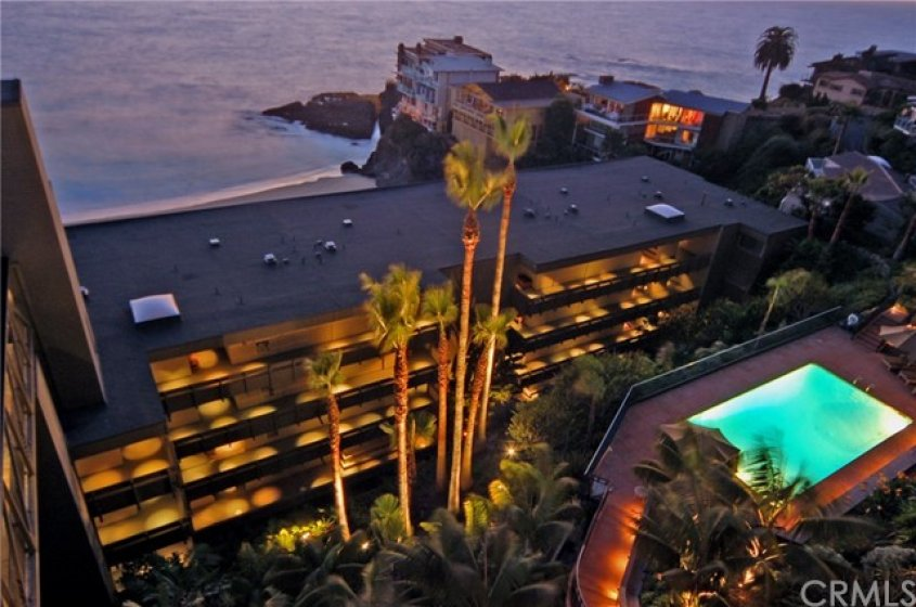 Magical, relaxing, and romantic...living next to the ocean.