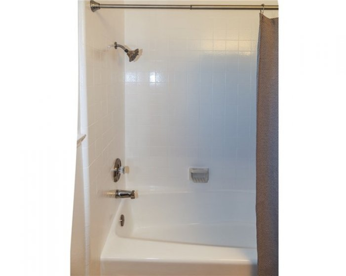 TUB/SHOWER COMBO IN FULL BATHROOM.
