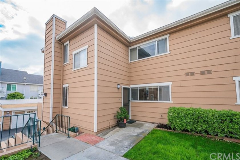 Beautiful and well maintained front entrace, close to parking and garage.